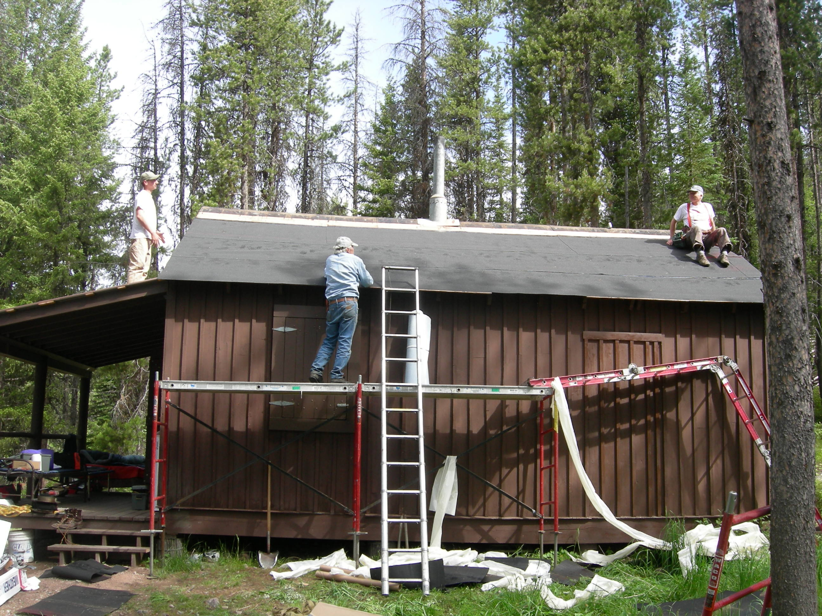 burnt-cabin-roof-richard-and-dan_0